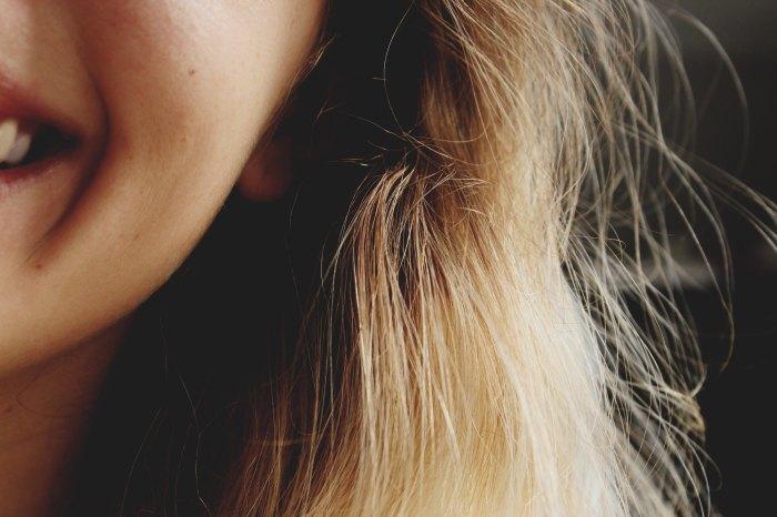 cabelo,loiro,sorriso.padrões, beleza,transição capilar
